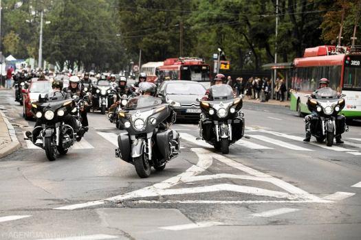 Zdjęcie numer 0 w galerii - Kolumna motocykli przejechała przez miasto. Pożegnali zmarłego kolegę [ZDJĘCIA]