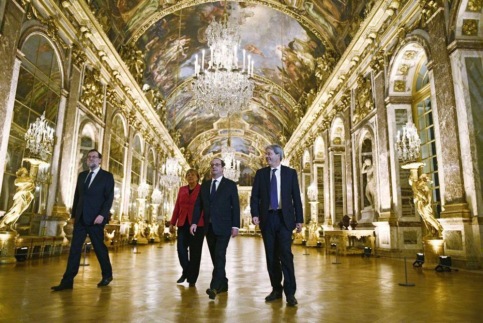 Wielka czwórka decyduje o Europie kilku prędkości: Mariano Rajoy, Paolo Gentiloni, Francois Hollande i Angela Merkel podczas spotkania w Wersalu