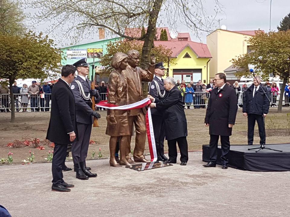 Odsłonięcie pomnika Lecha i Marii Kaczyńskich