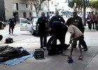 """Policjanci zastrzelili bezdomnego na ulicy Los Angeles. Miał broń? """"Mogli go obezwładnić"""" [WIDEO]"""