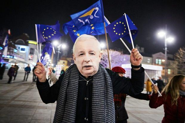 88 proc. Polaków (w tym 52 proc. zdecydowanie) popiera nasze członkostwo w Unii Europejskiej