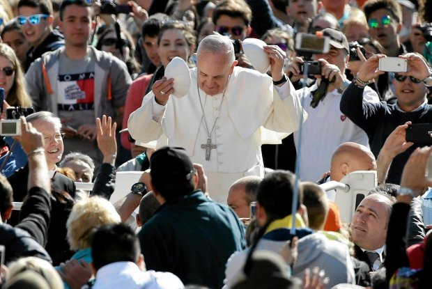 Papież Franciszek na pl. św. Piotra w Watykanie