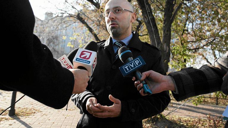 Krzysztof Łapiński przed siedzibą PiS, 27 października
