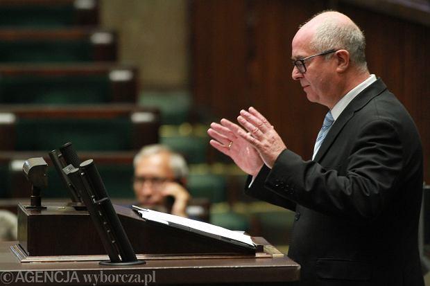 Prokurator Generalny Andrzej Seremet tłumaczy się w Sejmie z podsłuchów i udziału Marka Falenty w