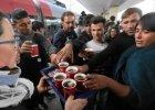 Przystanek Wiedeń. Tysiące Syryjczyków na dworcu, Austriacy zapraszają ich do domów