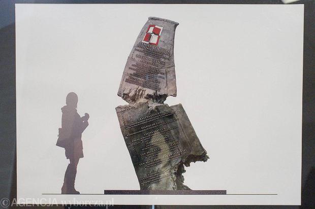 Projekt pomnika pamięci ofiar katastrofy smoleńskiej autorstwa prof. Karola Badyny