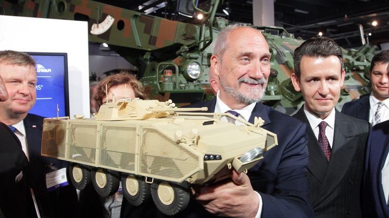 Kielce 06.09.2016 Wizyta Ministra Obrony Narodowej Antoniego Macierewicza na XXIV Międzynarodowym Salonie Przemysłu Obronnego .