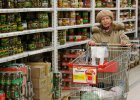 """""""Jak kilo orzechów może kosztować tyle co 200 bochenków chleba?!"""" Wzrost cen złości Rosjan"""