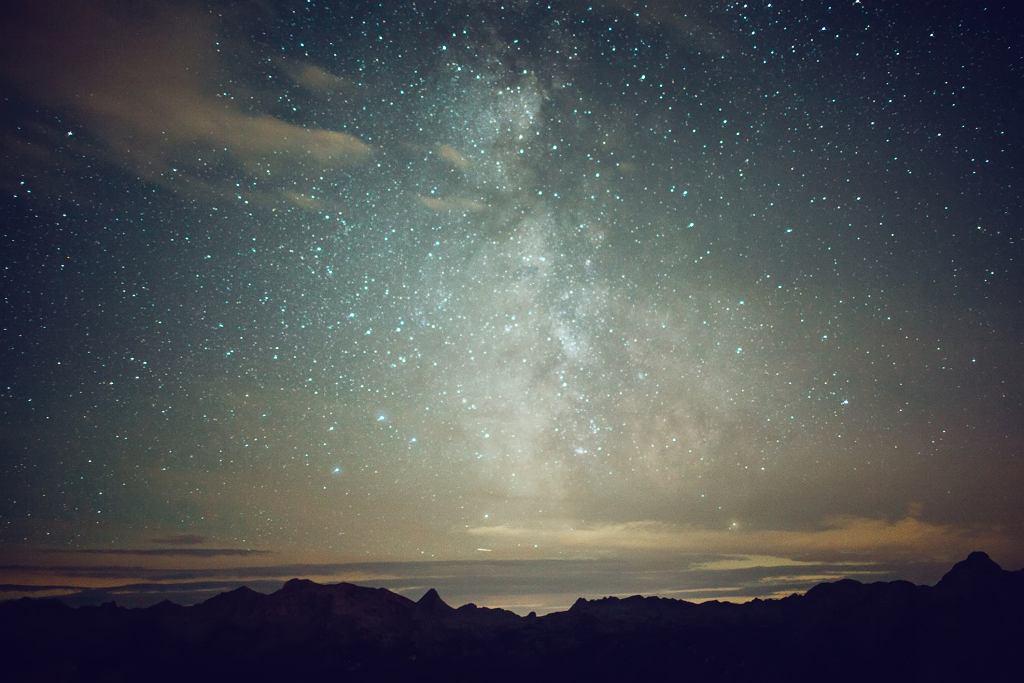 Wszechświat stanie się pustką wypełnioną stygnącymi pozostałościami wypalonych gwiazd (fot. Oleh_Slobodeniuk / iStockphoto.com)