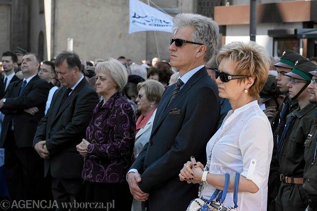 Były prezydent Poznania Ryszard Grobelny z żoną. Procesja Bożego Ciała w Poznaniu na ul. Garbary.04.06.2015