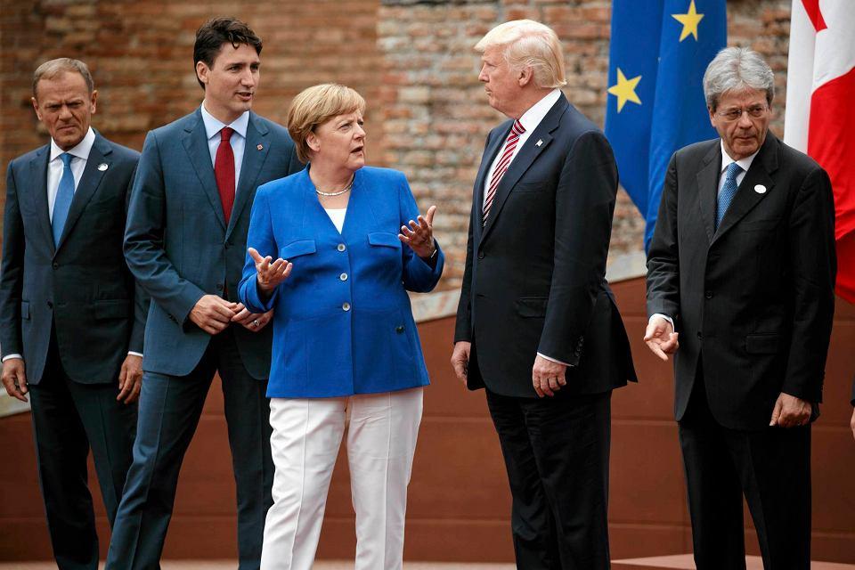 Tusk, Trudeau, Merkel i Gentiloni w rozmowie z Trumpem w antycznym amfiteatrze w Taorminie.