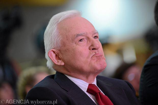 Niedawno Leszek Miller usprawiedliwiał inwazję Rosji<br /><br /> na Ukrainę i przeciwstawiał się<br /><br /> polskiej pomocy dla Ukrainy.<br /><br /> Trzeba uznać, że to już nie są wybryki, ale świadoma strategia