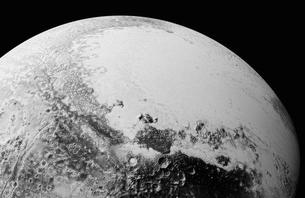 Zdjęcie powierzchni Plutona w wysokiej rozdzielczości. Największa panorama pokazuje rejon o średnicy 1,8 tys. km. Widać na nim białe