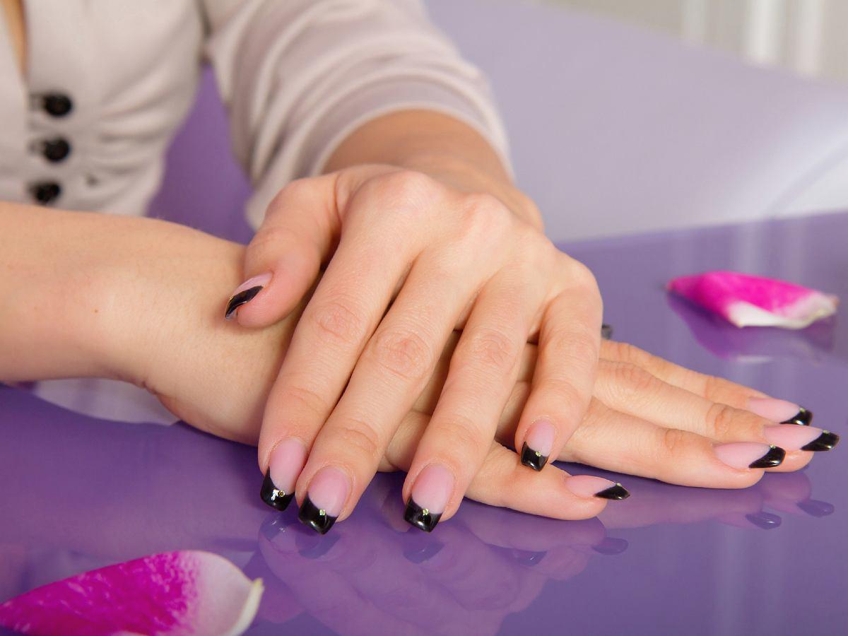 Modne Paznokcie 2020 Kolory French Manicure Subtelny I Bardzo