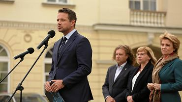 The Mayor of Warsaw, Rafał Trzaskowski, during a conference on the protest against limiting the revenues of local governments through the Polish Order