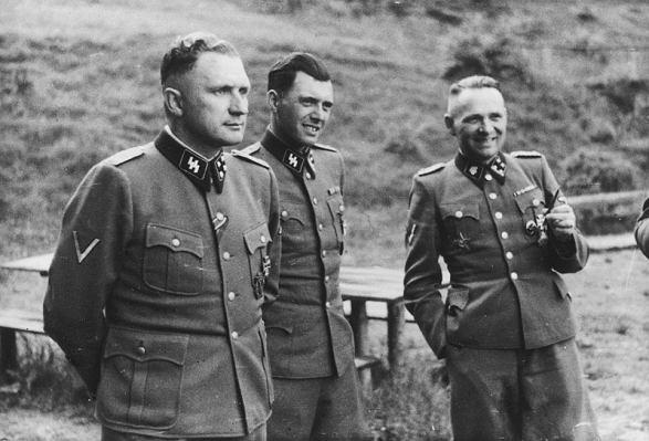Od lewej: Richard Baer, Josef Mengele i Rudolf Hoess w Auschwitz, 1944