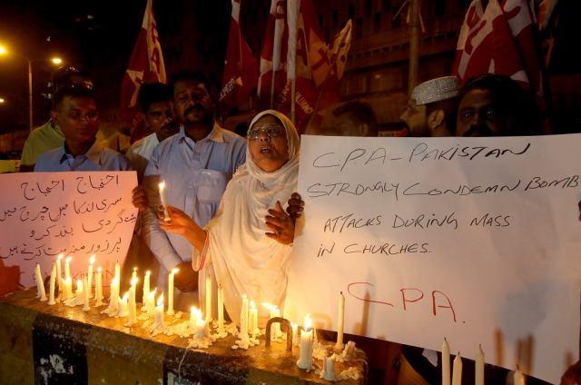 Mieszkańcy Pakistanu zebrali się w hołdzie ofiarom zamachów na Sri Lance