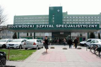 Radom. Kobieta chora na koronawirusa i wypisana ze szpitala zmarła. Córka złożyła doniesienie do prokuratury