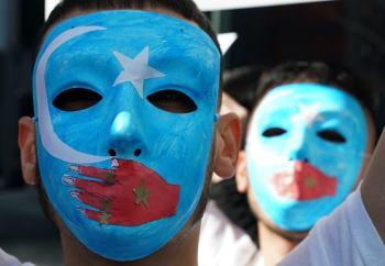 Protestujący przeciwko chińskim represjom wobec Ujgurów, przed amerykańską misją przy ONZ, 5 lutego 2019
