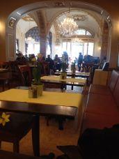 restaurant-mit-blick-auf-eingang