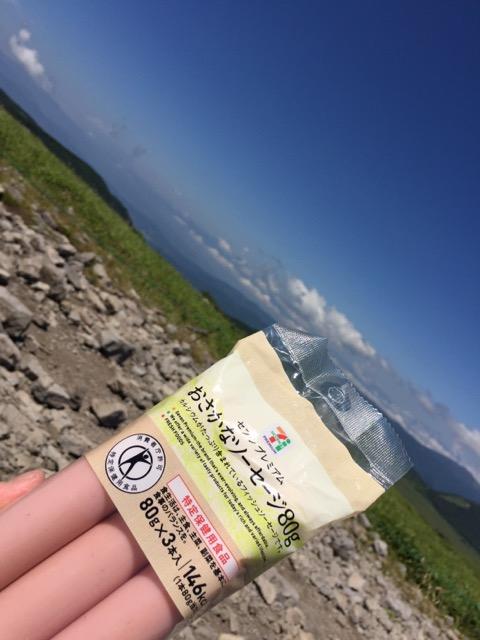 霧ヶ峰高原車山湿原蝶々深山にて食べるおさかなのソーセージの画像