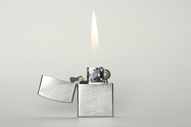 ジッポライターの火
