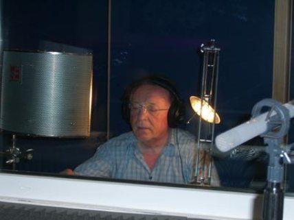 Der Theater- und Filmschauspieler Peter Sodann liest im Studio ausgewählte Bibeltexte.