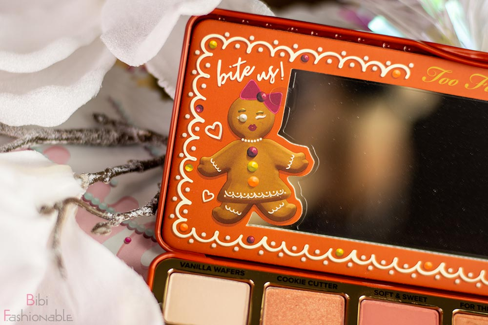 Too-Faced-Gingerbread-Extra-Spicy-Eyeshadow-Palette-Detail-am-Spiegel