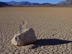 wandering rocks, stones, death valley