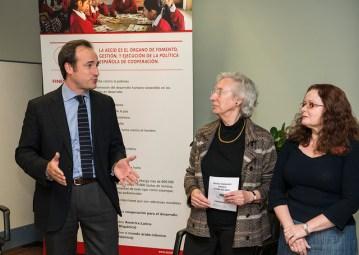 Guillermo Escribano inaugura la exposición (22-04-2014)