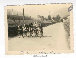 Colognesi in bicicletta lungo lo stradone 7 luglio 1941