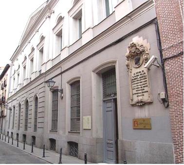 Biblioteca Histórica Marqués de Valdecilla: entrada al edificio que alberga la biblioteca.