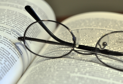 Book_and_glasses_1