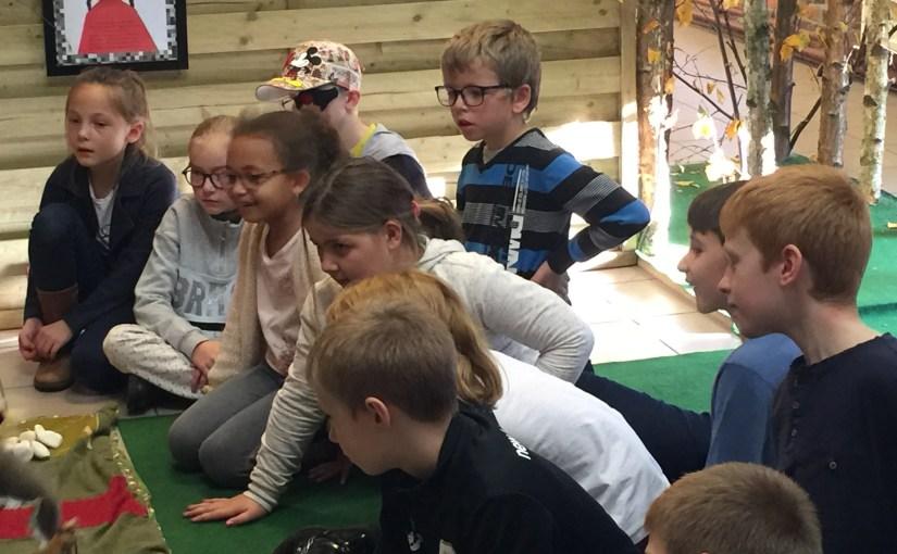 Expo Chaperon rouge – Visite de la classe de 3ème primaire de l'école communale de Warsage