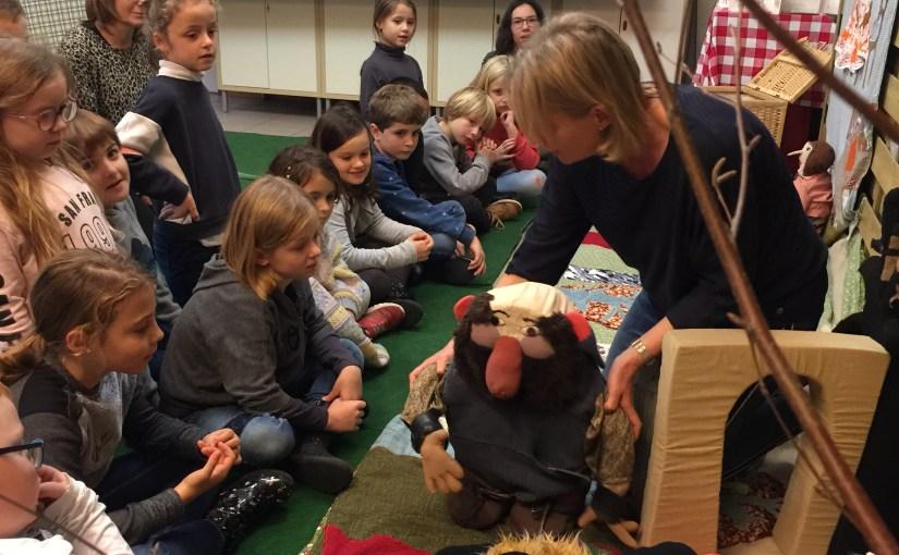 Expo Chaperon rouge – Visite de la classe de 1ère, 2ème et 3ème primaires de l'école d'Aubin