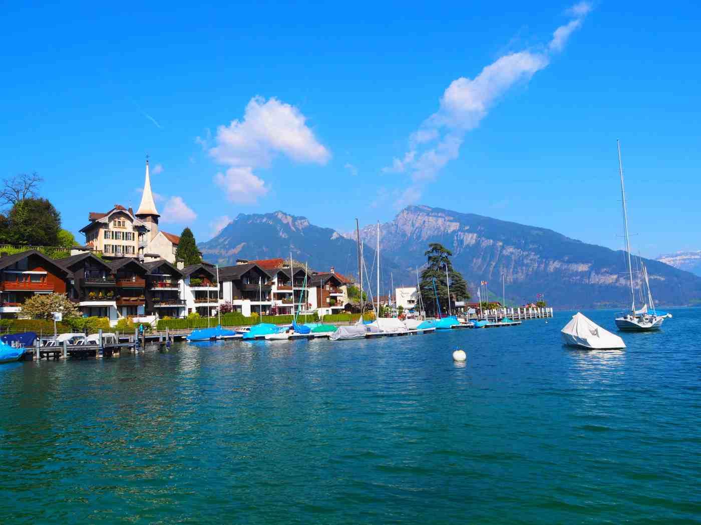 blog voyage Biche Around the World lac de thoune