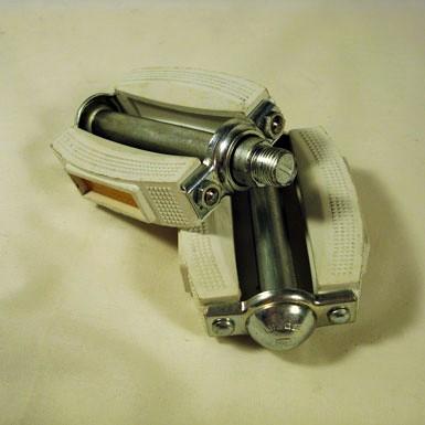 Pedal notario color blanco New Old Stock desempaquetado detalle rosca