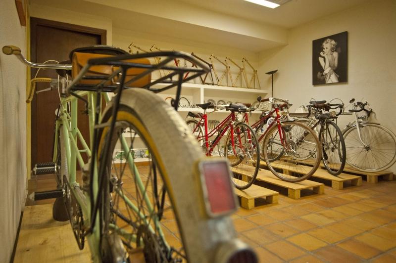 Visita el interior taller tienda de Bicicletasclasicasleo.com