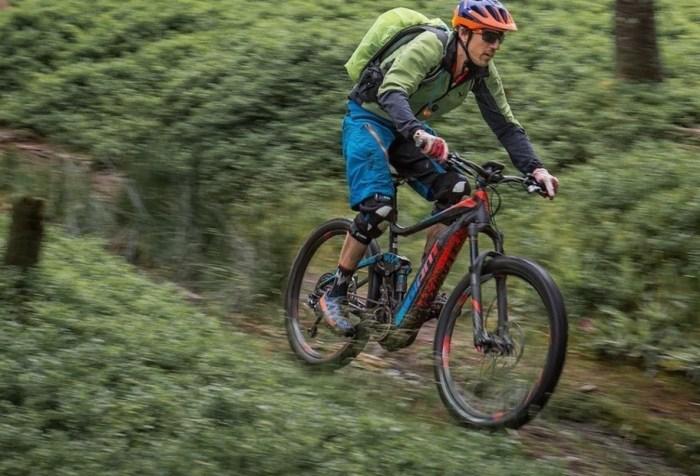 Biker sulla sua mtb elettrica (bike-magazin.de).