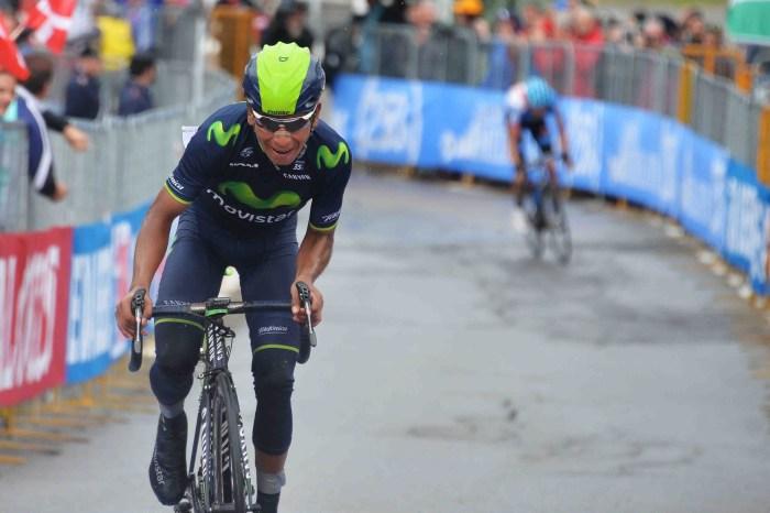 Nairo Quintana davanti a Ryder Hesjedal sul traguardo di Val Martello al Giro 2014 (YouTube)