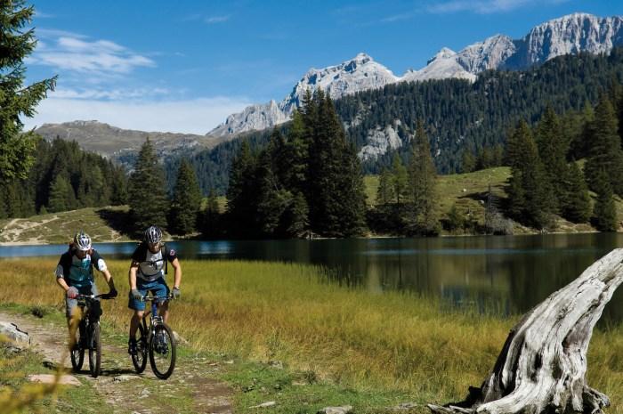 Spettacolare scenario naturalistico in Alta Val di Non. In emtb è meglio! (pinetahotels.it)