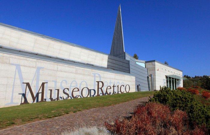 Il particolare ingresso del Museo Retico a Sanzeno (unsertirol24.com)