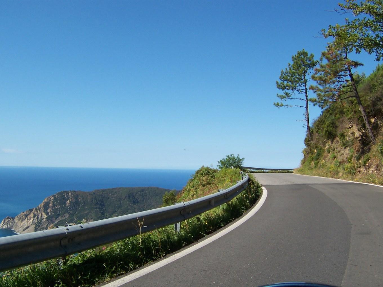 Vista del mar Ligure da un tratto del Bracco (ciclismo.it)