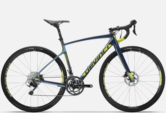 Gravel bike Devinci Hatchet in carbonio (devinci.com)