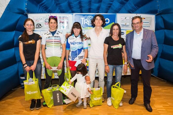 Le biker premiate durante l'ultima edizione di Trentino Mtb (bicitv.it)