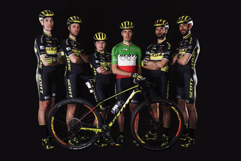 I biker dello Scott Racing Team Italia capitanati da Juri Ragnoli (mtbcult)
