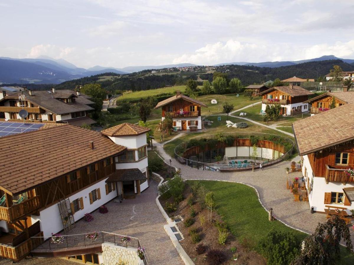 Il Pineta di Tavon, hotel con centro benessere ed eleganti chalet (pinetahotels.it)