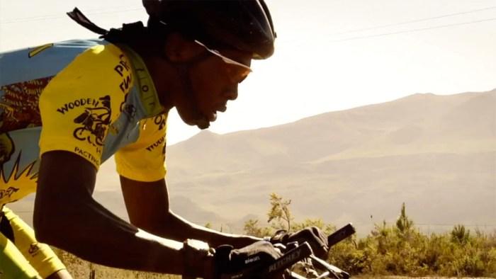 Ciclista del Team Rwanda (dal sito web hollywoodreporter.com)