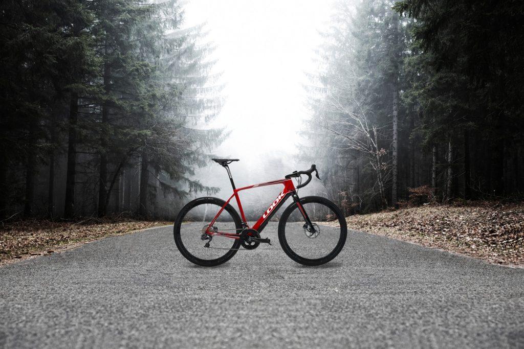 Immagine spettacolare della bici da corsa elettrica Look E-765 Optimum (4actionsport.it)