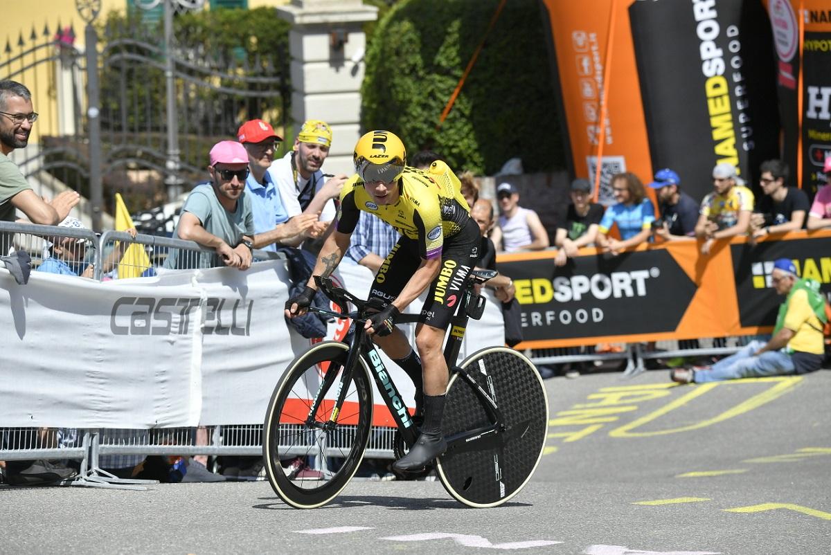 Il ciclista sloveno Primoz Roglic, ex campione mondiale juniores a squadre di salto con gli sci, durante la crono vinta sul San Luca al Giro d'Italia